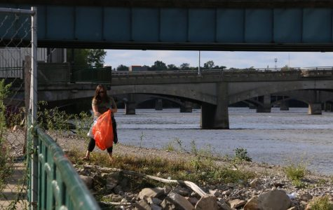 WMEAC, volunteers clean Grand River across Grand Rapids