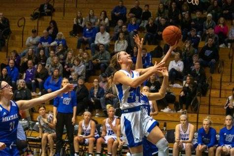 No. 3 GVSU women's basketball open up with pair of wins on the road