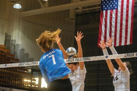 GVSU Volleyball defeats Davenport, adds to their winning streak
