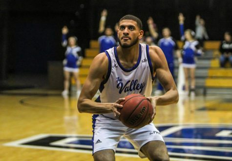 The Sultan of Swat: Christian Negron anchors the defense for GVSU Basketball