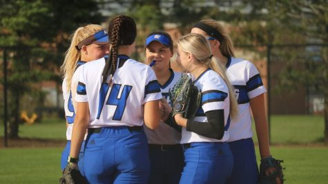 GVSU softball kicks off new season with split tournament results