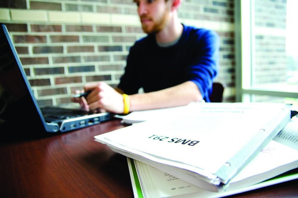 GVL/Bo AndersonSenior Colin Kammeraad studies in Kirkhof Sunday afternoon.