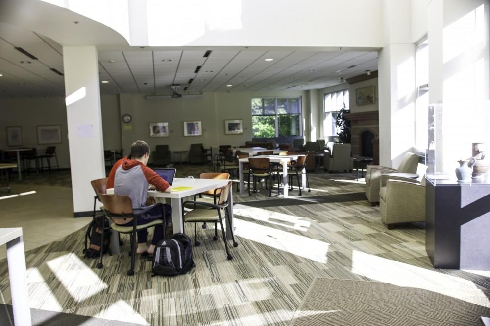 GVL / Sara CarteHonors students study in the study area of the Honors College on Sept. 22.