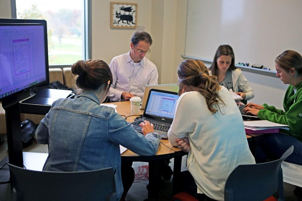 GVL / Emily Frye      Associate professor of political science, Whitt Kilburn, assists some students in the data inquiry lab on Oct. 20th.