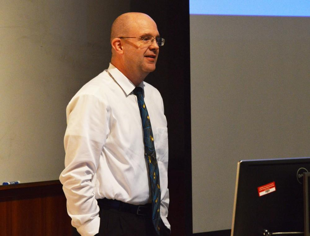 GVL/Hannah Zajac-- Professor Aaron Baxter of the Biomedical Sciences department gives is Last Lecture in Henry Hall on Thursday, 16 Nov 2017.