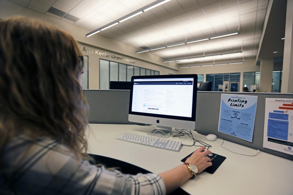 GVL / Emily FryeBecky Oppman checks her grades on blackboard on Sunday October 15, 2017.