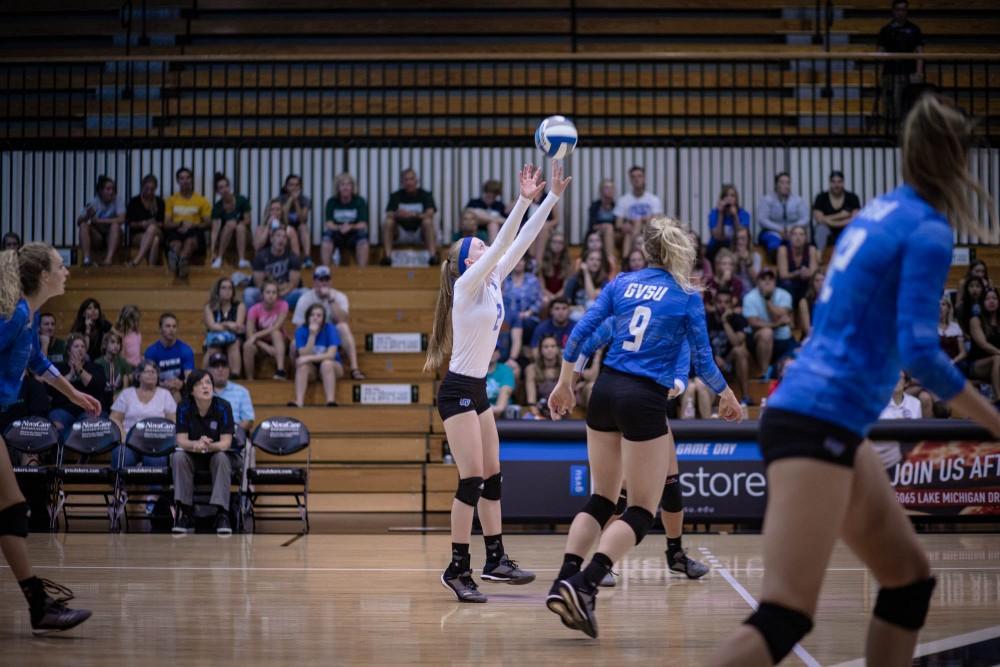 Kendall Yerkes sets the ball. GVL | Sheila Babbitt