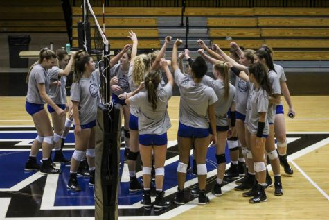 GV Volleyball takes on Midwest Region Crossover