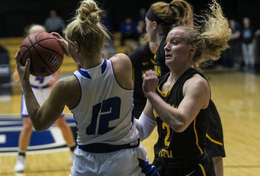 GVSU uses big second, third quarters against Michigan Tech, NMU to come away with lopsided victories