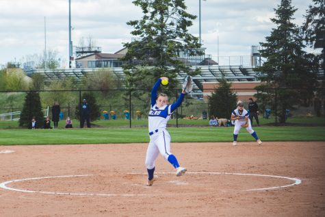 Women's Softball takes DII Midwest Region Championship, moving on to College World Series